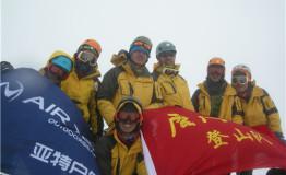 厦门大学亚特登山队成功登顶海拔6168米雀儿山