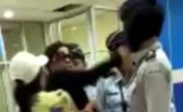 印尼一警长夫人拒绝机场安检 出手掌掴工作人员